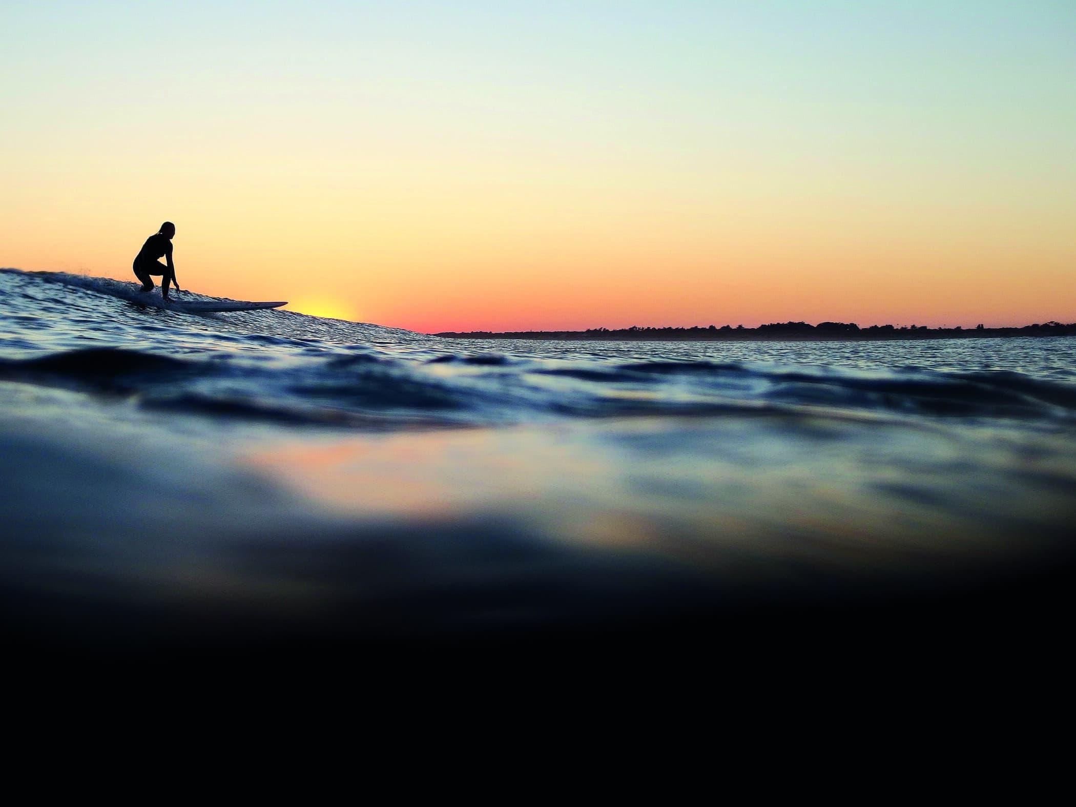 Activtités nautiques Ile de Ré surf, planche à voile, jetski